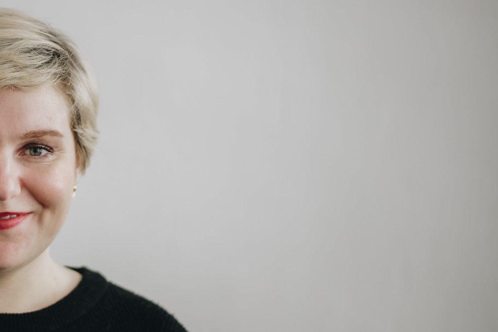 Aude Lemaitre - Photographe Lyon - PORTRAIT D'HELENE DENIS ATTACHEE DE PRESSE